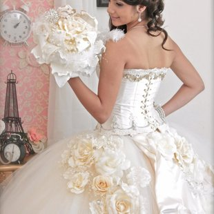 Quinceañera Dress Ivory Color And Matching Bouquet
